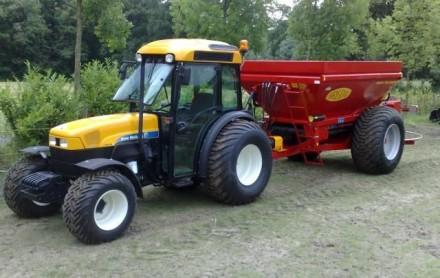 tractor bezandingskar new holland bredalstrooier